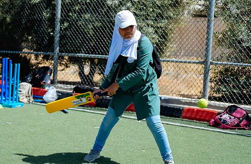 Syrian schoolgirls take a swing at cricket
